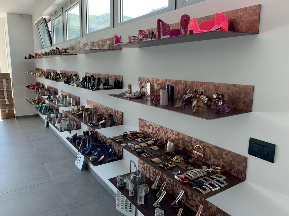 L'area show room dove sono esposti alcuni dei prodotti realizzati da Tacchificio Monti.