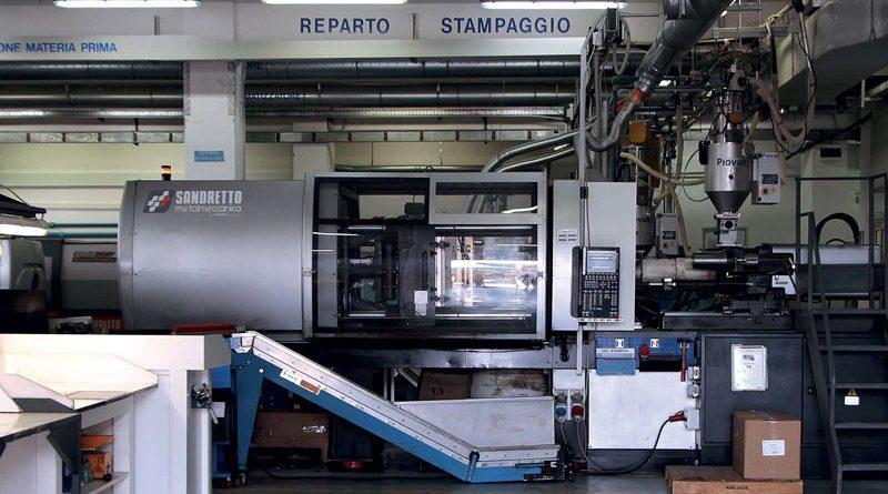 Vista del reparto stampaggio di Valid Plastic.