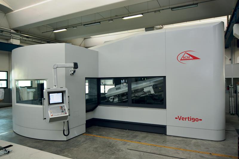 Vertigo è un centro di foratura/fresatura a marchio BCM, per la lavorazione di stampi di grandi dimensioni.