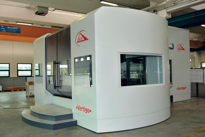 La foratrice Vertigo è proposta in due versioni (asse X longitudinale 2.500/3.000 mm e profondità di foratura 1.500 e 2.000 mm) ed è dotata di una tavola girevole idrostatica con dimensione 2.000x1.600 mm, con possibilità di carico di 15-20-30 t.