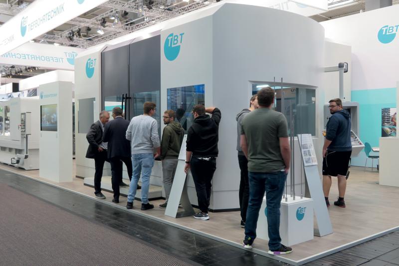 Il centro Vertigo (con logo TBT Tiefbohrtechnik) esposto durante la scorsa edizione di EMO Hannover nello stand del costruttore tedesco.