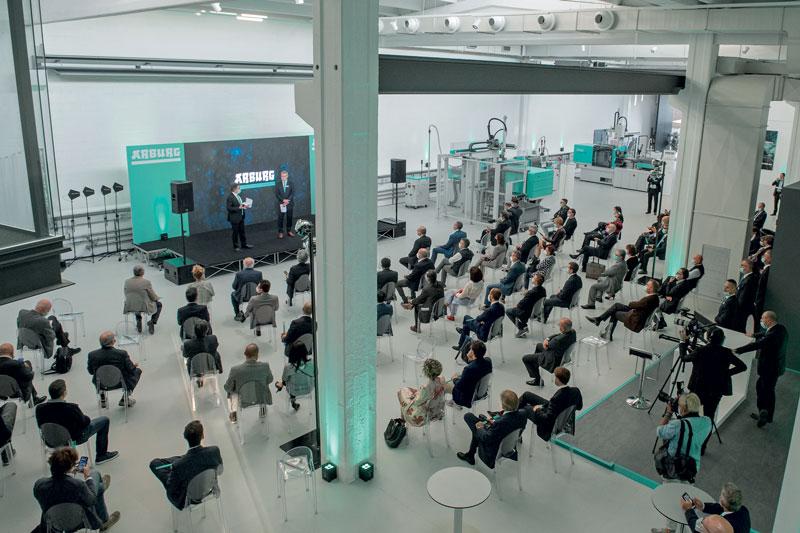 Con una superficie di circa 2.000 m2, la nuova sede offre più spazio non solo per l'assistenza e la formazione dei clienti, ma anche per conferenze ed eventi più grandi.