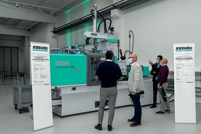 Una pressa Allrounder 470 A Golden Electric ad alte prestazioni ha prodotto dei fermaporta in TPE termoplastico® K di Kreiburg, che possiede un peso specifico particolarmente basso.