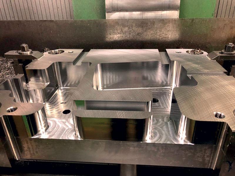 Porta matrice in materiale bonificato dopo la fase di sgrossatura in trocoidale con la fresa MOLDINO EPSM da 16 mm.