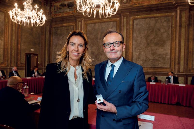 Barbara Colombo, il nuovo Presidente di UCIMU-Sistemi per Produrre, e a fianco Massimo Carboniero, che ha concluso il suo mandato.