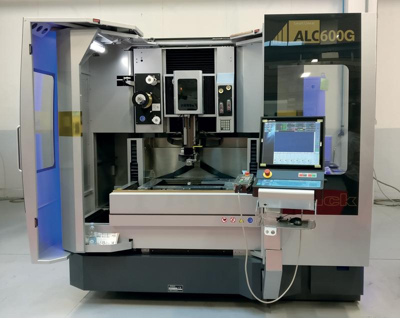 Macchina per elettroerosione a filo ALC600G Premium di Sodick.