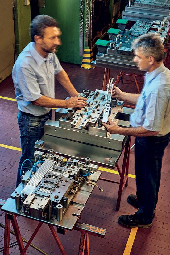 Meclostampi offre alla committenza un servizio a 360 gradi: a partire da un'eventuale attività prototipale, alla progettazione e costruzione degli stampi per la produzione di serie, fino alla possibilità di avere il prodotto stampato.