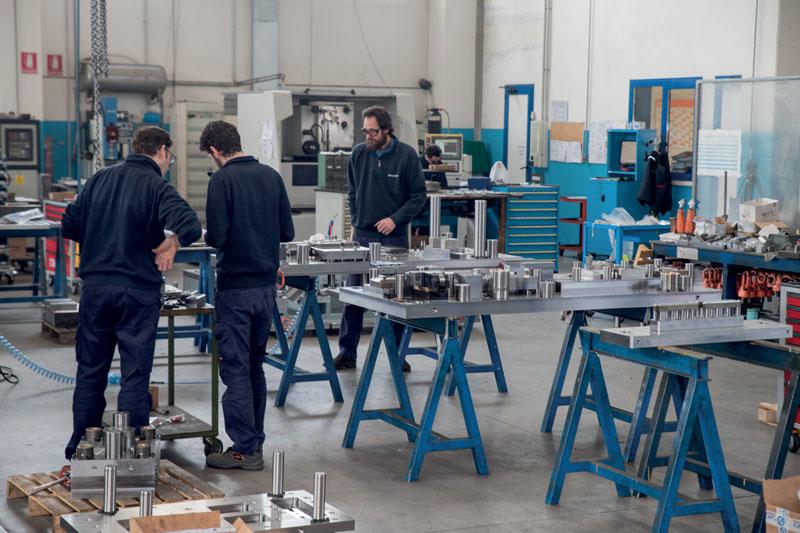 L'azienda veneta è specializzata nelle lavorazioni meccaniche e nella progettazione/costruzione di stampi per la lavorazione a freddo della lamiera.
