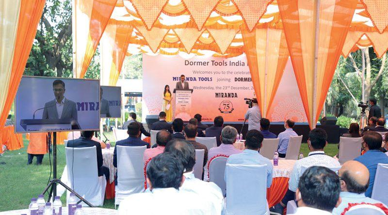 I dipendenti riuniti all'evento di inaugurazione di Dormer Pramet presso la principale unità di produzione Miranda Tools ad Ankleshwar, in India.