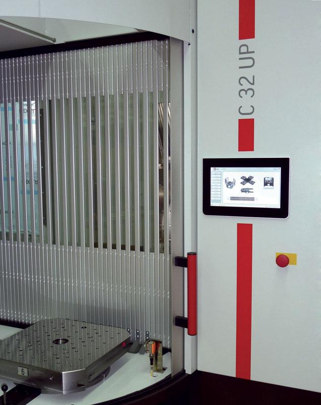 HACS (Hermle Automation Control System) con a fianco baia di carico.
