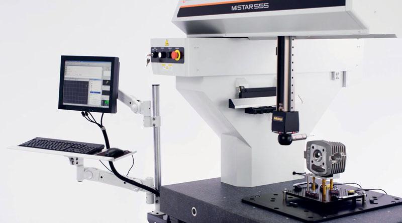 L'adozione di una struttura a braccio orizzontale crea una architettura con tre lati aperti che facilita il carico e lo scarico dei pezzi da misurare dal piano della macchina.