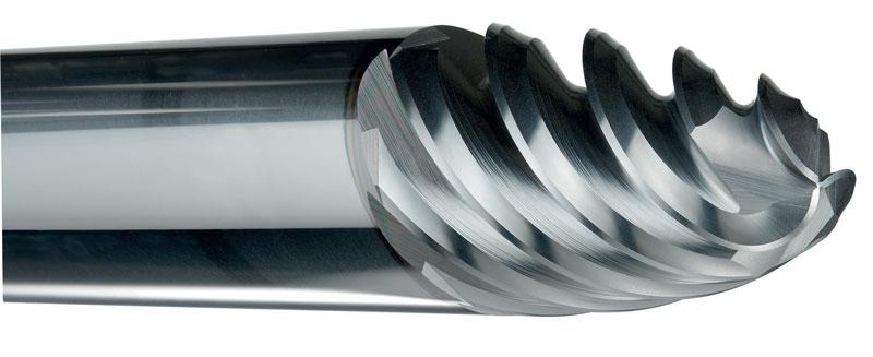 Il design con geometria a barile a tagliente multiplo della fresa VQT6UR di Mitsubishi Materials garantisce una lavorazione più efficiente, mentre la geometria irregolare del passo dell'elica previene le vibrazioni e gli ampi vani di scarico migliorano l'evacuazione dei trucioli.