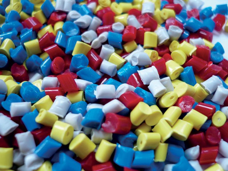 Il fatturato dei costruttori italiani di macchine e attrezzature per plastica e gomma ha registrato una flessione dell'11,4%, con un valore complessivo di 3,9 miliardi di euro.
