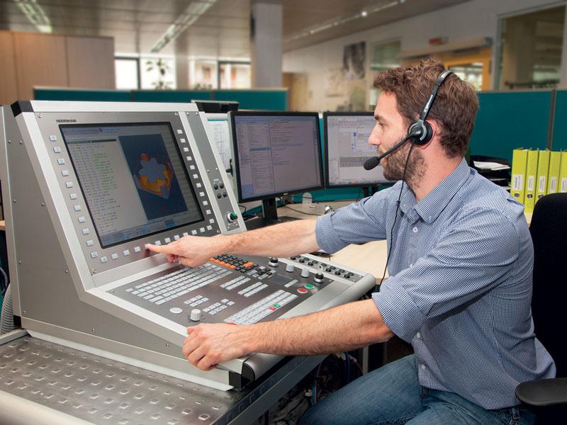 Il Servizio Assistenza Clienti HEIDENHAIN offre un supporto ottimale per produttori di macchine e utilizzatori per l'intero ciclo vitale di una macchina.