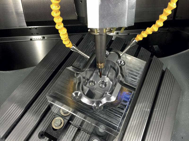 La soluzione Advanced Toolform di WorkNC consente di lavorare più superfici contemporaneamente su modelli CAD provenienti da qualsiasi fonte sia che siano solidi o superfici.