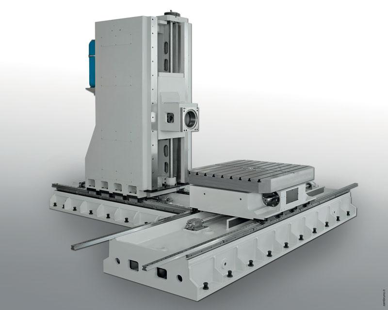 I centri di fresatura della serie EVO-RT sono caratterizzati dal movimento trasversale del montante senza la presenza del RAM. Questa configurazione è stata concepita per conferire alla macchina la massima rigidità e precisione in tutto il suo volume di lavoro.