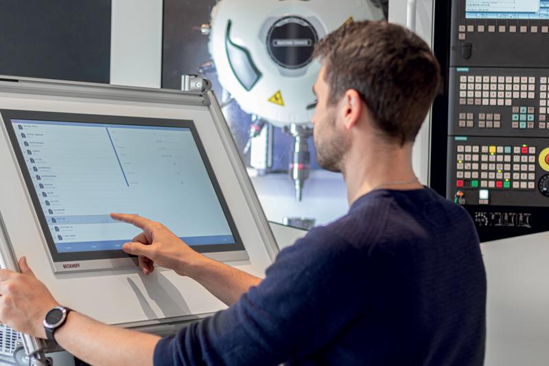 Nel 2018 BLUM-NOVOTEST ha aperto un nuovo reparto di produzione. Vista della nuova linea di assemblaggio dei componenti.