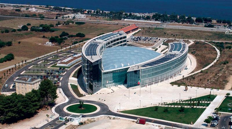La nuova sede del Consiglio Regionale della Puglia è ispirata ai principi dell'architettura sostenibile e ad alta tecnologia.