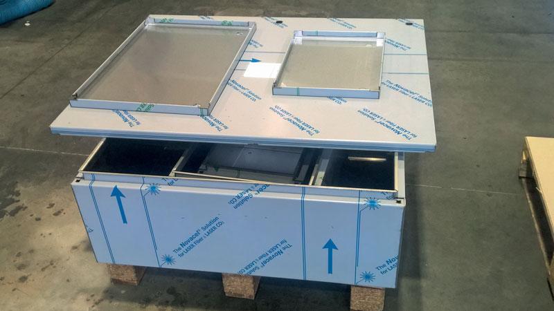 Esempio di produzione a kit di cassette e pannelli in acciaio inox.
