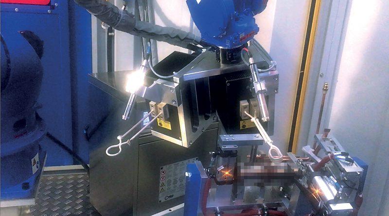 Il design sottile del braccio ha reso possibile collocare il robot Motoman GP25 in prossimità di pezzi in lavorazione e ridurre al minimo l'interferenza con i dispositivi periferici.