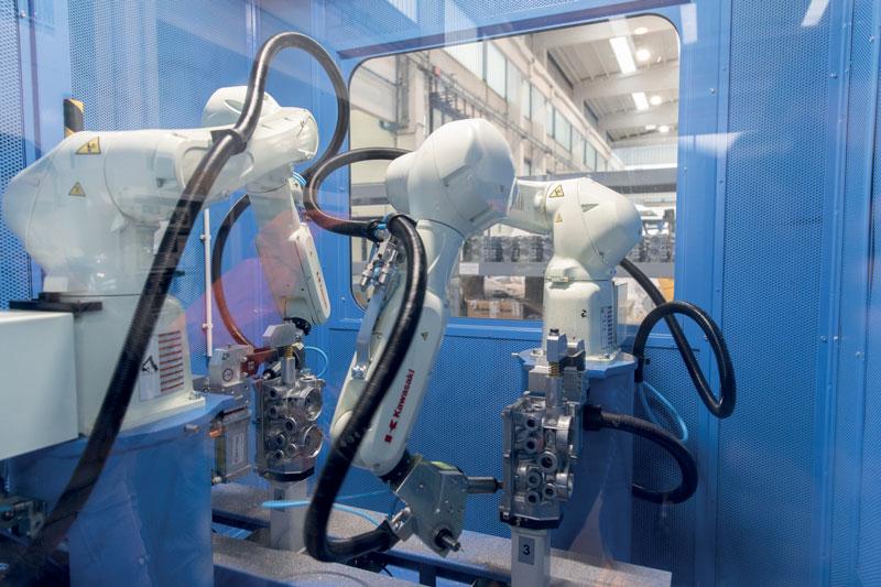 Per rispondere a una rapida evoluzione delle richieste provenienti dagli attori del comparto automotive, Tiesse Robot ha realizzato due interessanti isole robotizzate di sbavatura per altrettanti clienti fornitori di getti pressofusi per l'industria automobilistica tedesca.