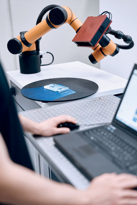 GOM ScanCobot è in grado di compiere un efficiente controllo di qualità di parti di piccole e medie dimensioni di vari materiali.