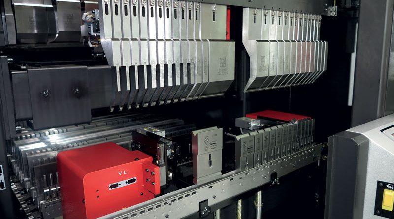 La piegatrice HG-ATC è in grado di completare l'attrezzaggio più complesso in meno di 2 minuti, assicurando la massima precisione e affidabilità.