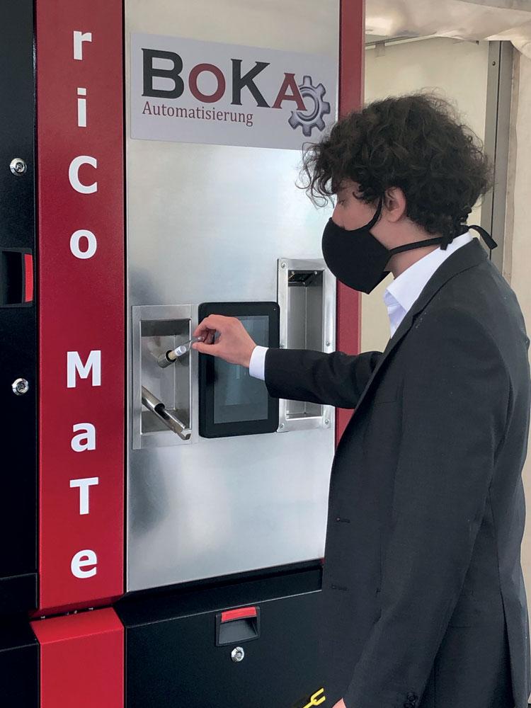 Fanuc si è attivata per dare un supporto ai propri partner in termini di fornitura di attrezzature robotiche, come per esempio la cella automatica per rendere più sicura e veloce la raccolta dei tamponi per le analisi di laboratorio.