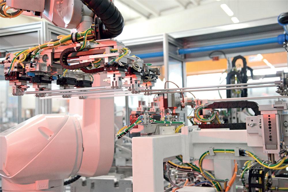 i robot Stäubli trovano ampio impiego nel campo dei farmaci su misura, cioè medicinali prescritti basandosi sulle caratteristiche del paziente, che avrà quindi un farmaco fatto solo per lui; un'operazione che in passato era fatta a mano dai farmacisti, oggi invece avviene tutto in modo automatizzato.