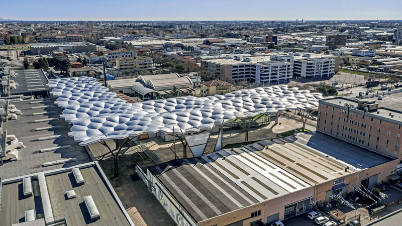 L'intervento ha visto la realizzazione da parte di PICHLER Projects di una maestosa copertura estesa su una superficie in pianta pari a 6.750 mq.