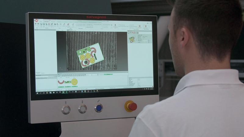 Sheet/Scrap Vision System è l'applicazione di visione artificiale che Salvagnini ha introdotto sui propri sistemi di taglio laser per consentire di riutilizzare gli spezzoni di lamiera.