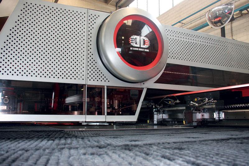 Il parco macchine targato AMADA presente in Med Matrix consta di due punzonatrici combinate EML-3610NT con sorgente CO2 da 4 kW e di un sistema FOL-3015AJ Fiber da 4.000 W.