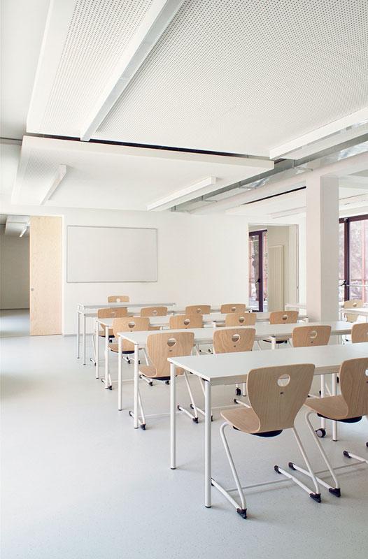 Il nuovo progetto prevedeva l'ampliamento del vecchio edificio e il suo ripensamento a livello funzionale basato su nuove esigenze didattiche.