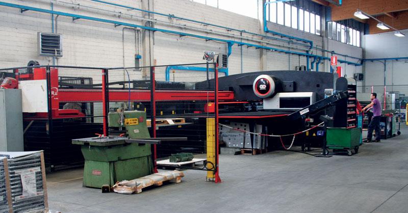 La prima combinata EML-3610NT di AMADA installata in Med Matrix nel 2013.