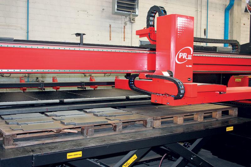 Il sistema PRIII per lo scarico e la pallettizzazione del pezzo singolo con cui sono equipaggiate le combinate AMADA.