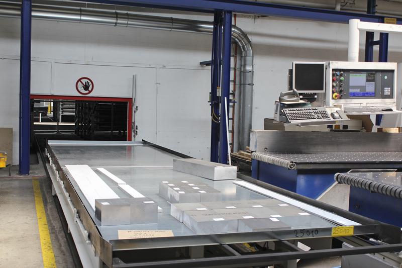 L'impianto di stoccaggio Unigrip viene utilizzato per attrezzare le seghe con lamiere e residui secondo i piani di taglio e per conservare i pezzi tagliati a misura e i residui dopo il taglio.