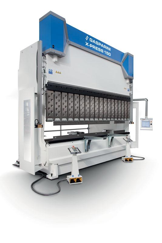 Una delle macchine simbolo dell'approccio Sartoriale di Gasparini è l'allestimento SuperCustom, una pressa piegatrice con luce e corsa personalizzate all'estremo.