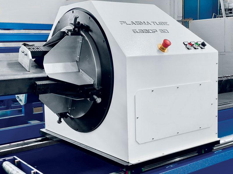 Plasmatube è una macchina per il taglio plasma di profili tubolari con una meccanica tipica di un sistema laser.
