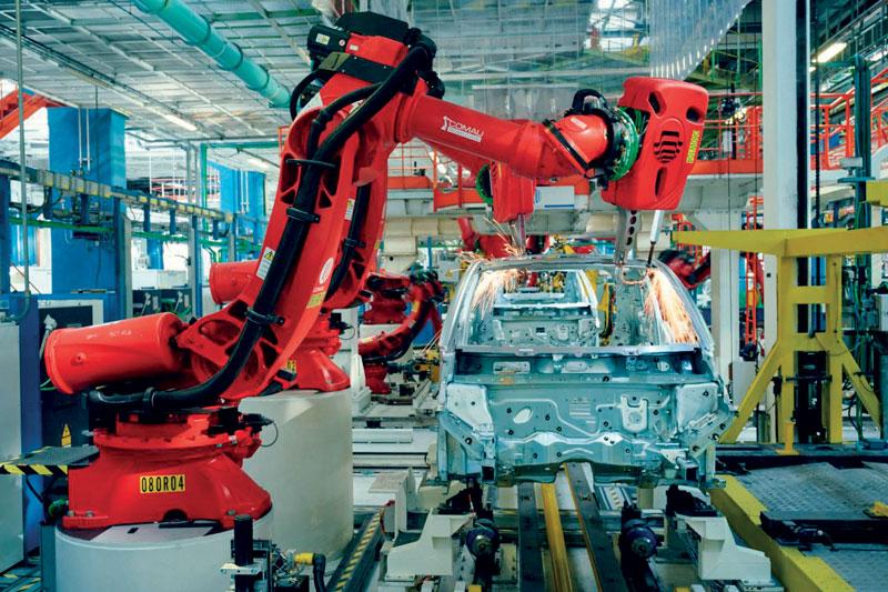 Un totale di 187 robot Comau è stato integrato nelle diverse fasi del processo di lavorazione dell'auto.