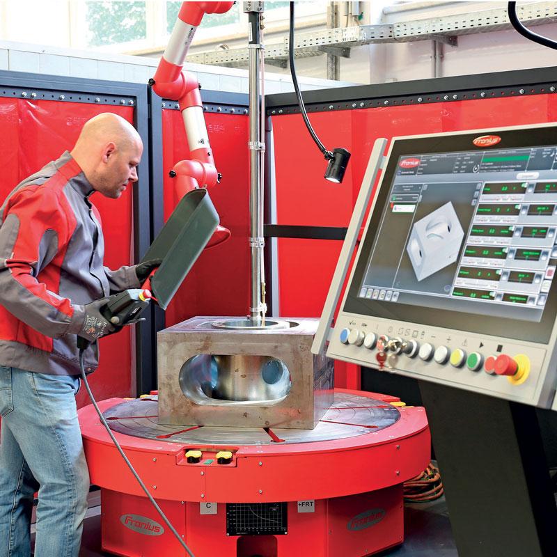 Compact Cladding Cell può alloggiare componenti con diametro massimo di 1 m, altezza di 1,4 m (estendibilea 1,9 m) e apeso massimo di 2.500 kg.