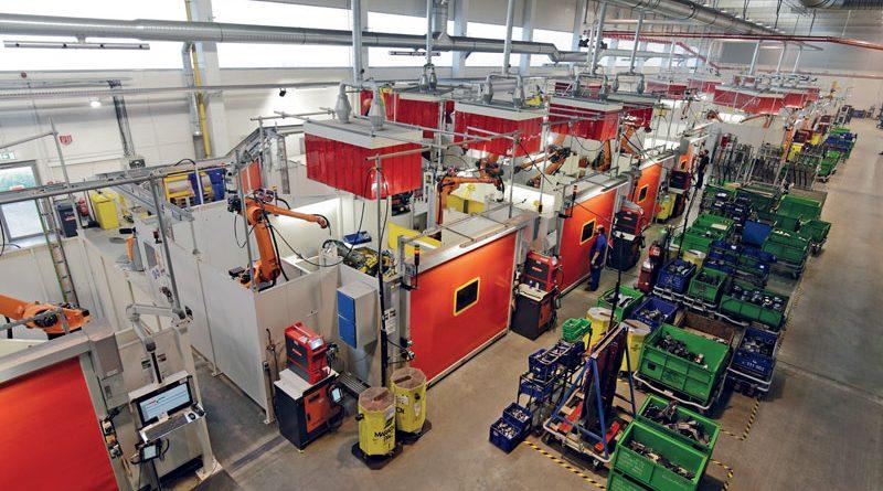 Linea di produzione completamente automatica per telai presso MAGNA Presstec.