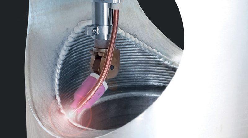 Il processo con filo a caldo TIG o SpeedClad Twin consente di riportare materiale d'apporto sul componente, formando uno strato protettivo.