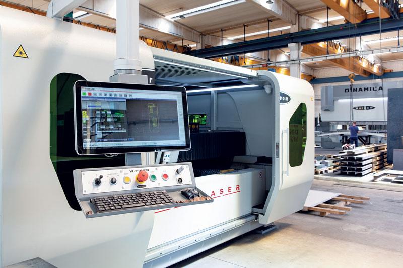 Il sistema di taglio laser W-Fiber 25-60 Warcom installato presso Carpenteria Santarelli.