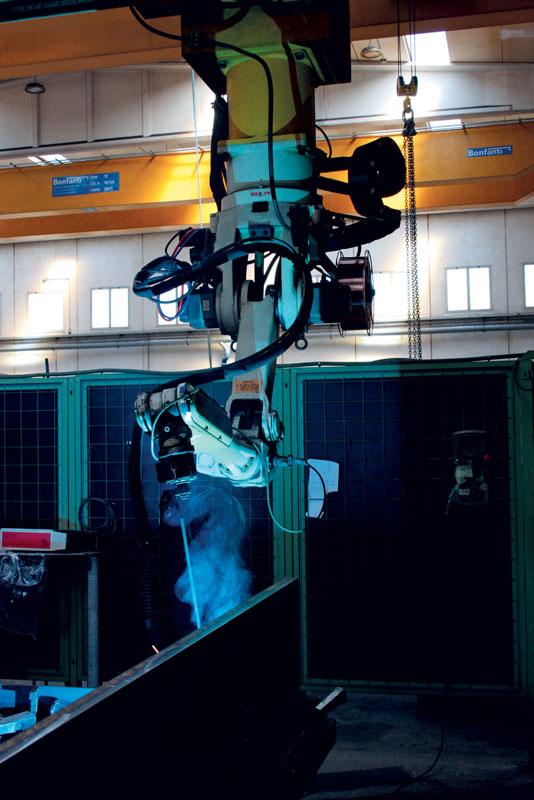 La cella di saldatura robotizzata installata presso Carpenteria Santarelli.