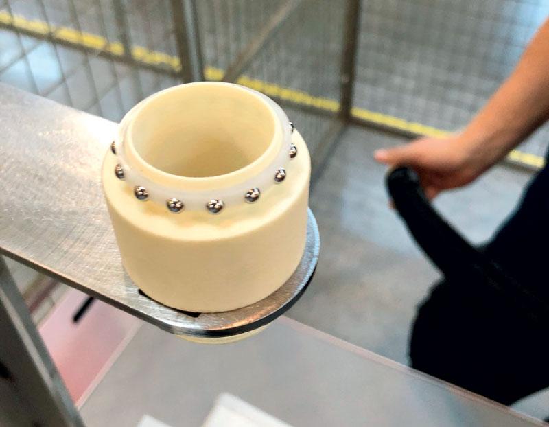 Prime prove con i collegamenti rotanti stampati in 3D: nei test, le forze assiali risultavano troppo elevate per la struttura. (Fonte: igus GmbH)