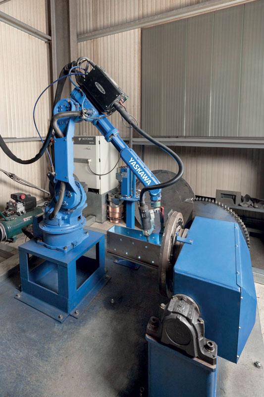 La cella di saldatura robotizzata ad alte prestazioni di Yaskawa integra un robot MOTOMAN HP20 con posizionatore a doppio asse.