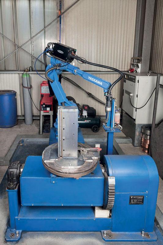 Con uno sbraccio di 1.717 mm, il robot Motoman HP20 è incredibilmente compatto.