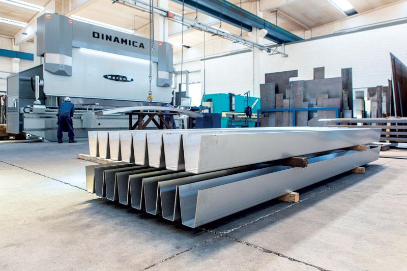 La pressa piegatrice Warcom DINAMICA 50-500 installata presso l'azienda di Calusco d'Adda.