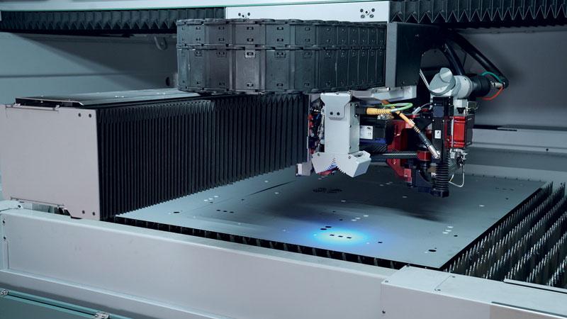 Centrando le parti rispetto a lavorazioni già eseguite sulla lamiera, AVS estende le possibilità applicative del sistema laser.
