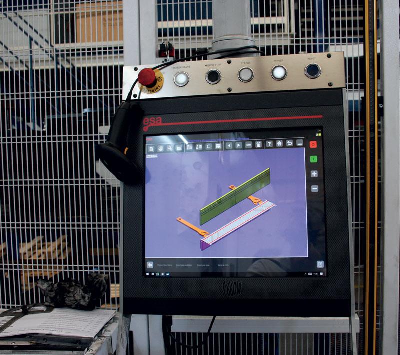 I programmi vengono richiamati in macchina attraverso un sistema di rilevamento dei codici a barre.